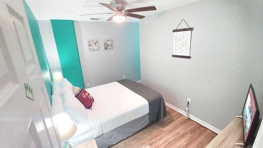 Bedroom 1 Pic 1 : Queen Sized Orthopedic Beds with FRESH CLEAN sheets and blankets are a must!