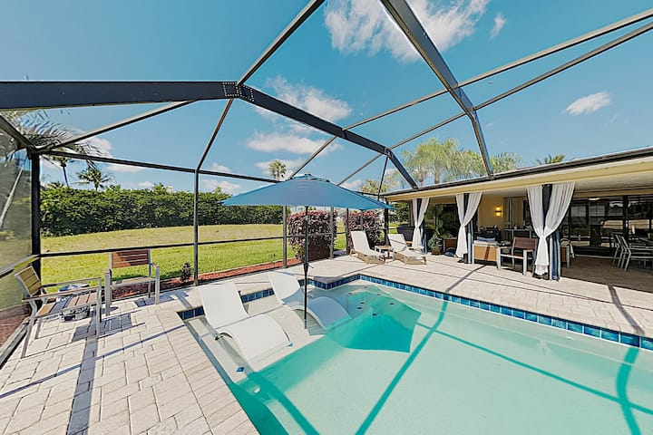 Canalfront Retreat with Pool, Hot Tub & Boat Dock