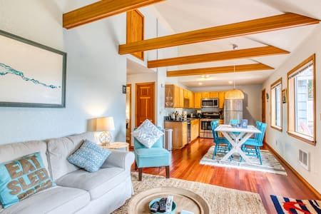 NEW LISTING! Cozy, updated cottage w/ a deck - two blocks to the beach!