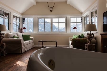 Luxurious hunting lodge with a fantastic view