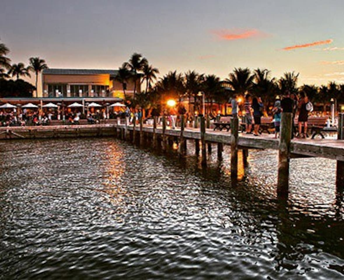 Wide Variety of Waterfront Restaurants Nearby