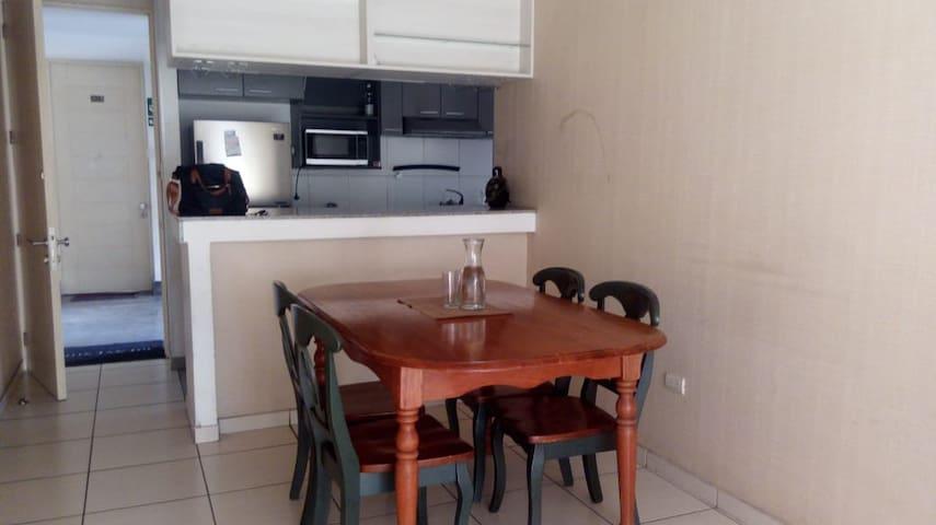 Vista de la Cocina y el comedor.