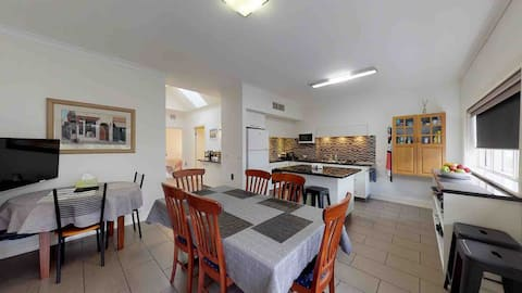 Austral Place 88 via Merri River Family Retreat