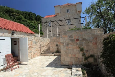 Converted stables to a XVI century castle - Korčula