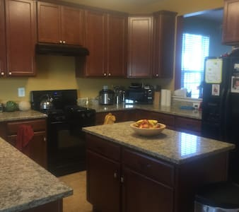 New Townhome in Lexington Park! - Lexington Park