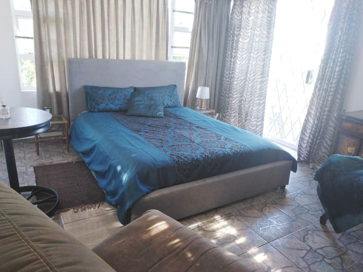 Airconditioned upstairs+seaview room @LaLucia Dbn