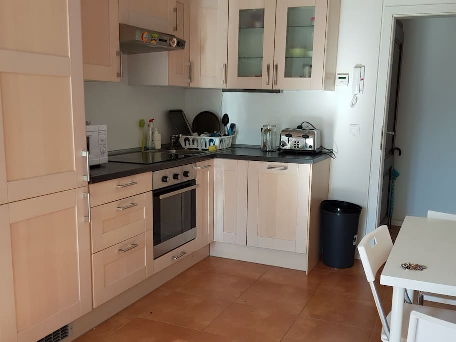 Kitchen, coffee maker, toaster, microwave, hob, oven, and dishwasher.