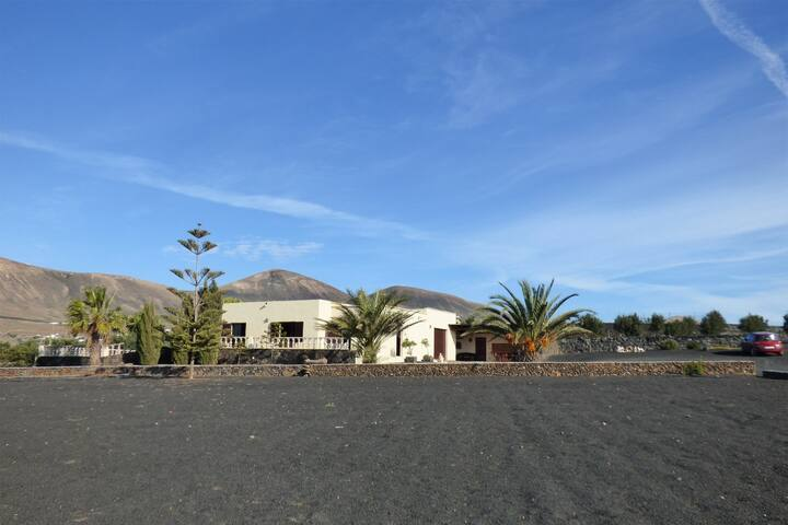 Privacy, silence & amaizing views - Puerto Calero - Villa