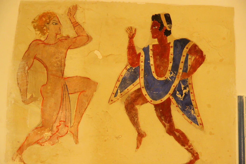 dipinto etrusco nel soggiorno cucina
