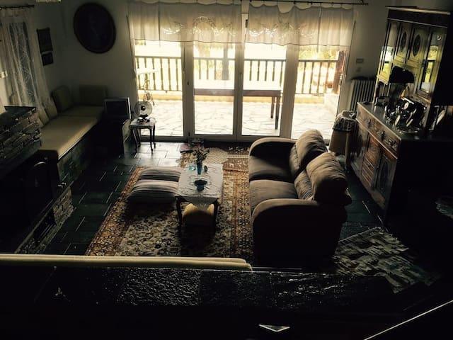 Παραθαλάσσια Βίλα με μοναδική θέα! - Moles Kalives
