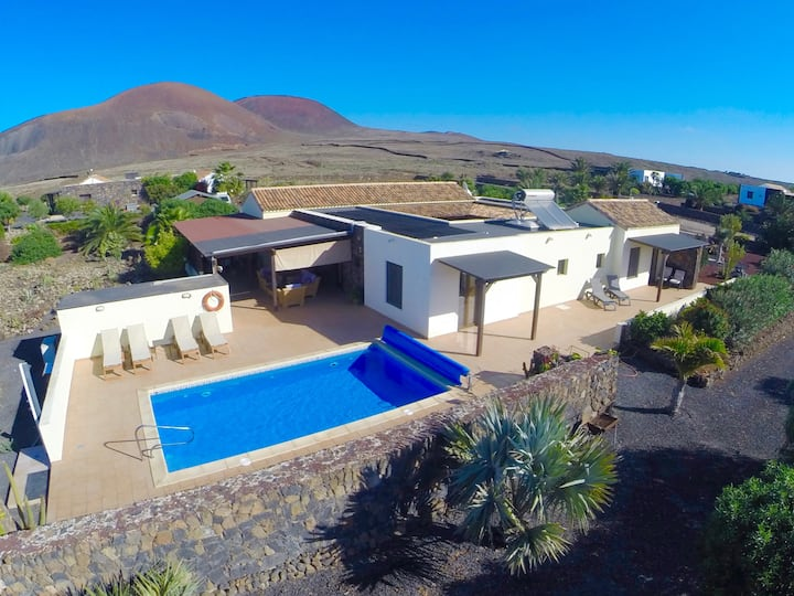 Lajares Luxury Villa,Secluded,Spacious,Heated Pool