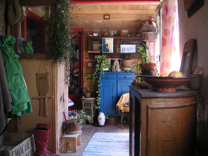 chambre lumineuse, le nid douillet dans l'atelier.
