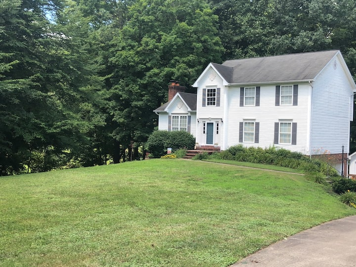 3BR,Colonial style home with relaxing river view