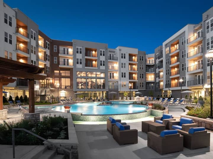 Stylish Apt NearDowntown | Ideal for Long Stays! E