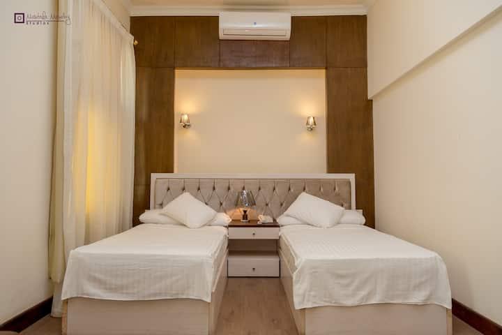 Loaloa Nile Maadi Hotel, 1km south Maadi enterance