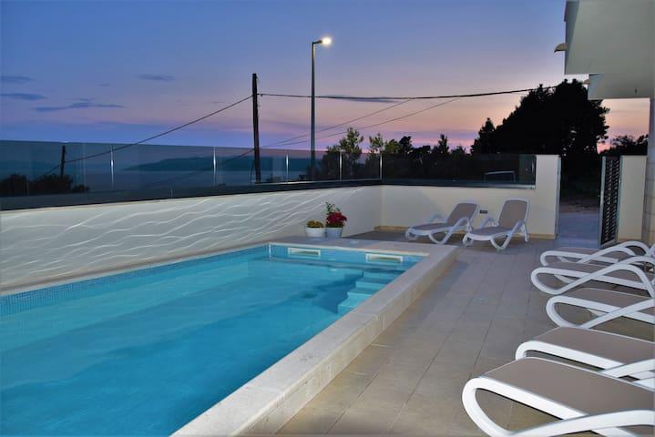Apartment, pool, Jaccuzzi&Sea view