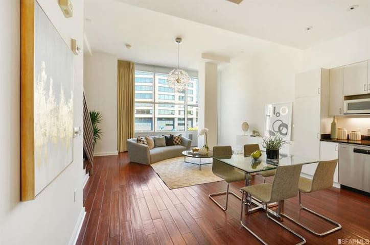 Upscale 2BR 2BATH Apt in SOMA w/ pool and gym