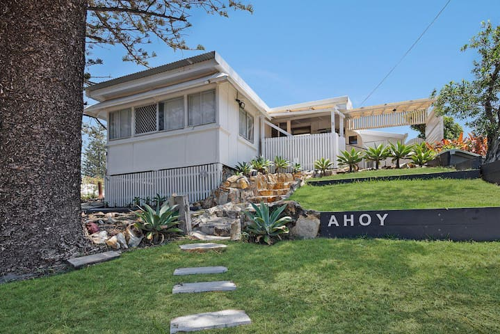 "Ahoy Cottage | Central ""old"" Point Lookout, 3 bedrooms, awesome views!"