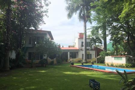 """Casa """"Las Lupitas"""" en  Chiconcuac, Morelos"""