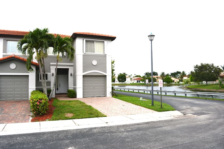 Luxury Townhome Waterview - Miramar - Rumah bandar