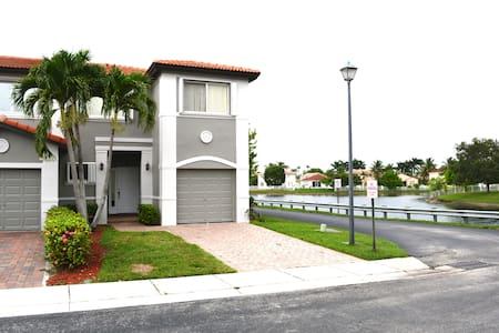 Luxury Townhome Waterview - Miramar