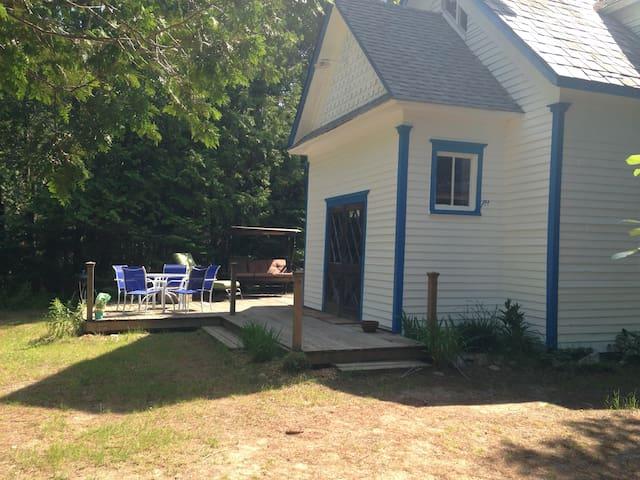Rustic Schoolhouse on Lake: HarborSprings/Petoskey