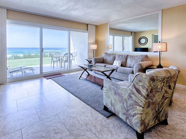 Incredible Gulf Front Condo! Great Amenities, Nearby Shops & Restaurants!