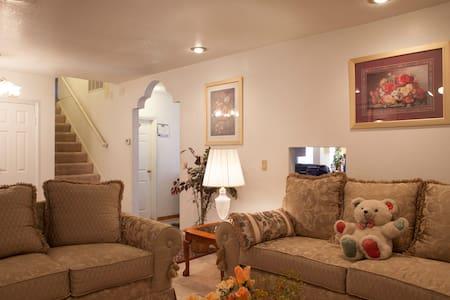 Comfy 3 br/1.5 ba Home, Disneyland/Business Guests - Cypress
