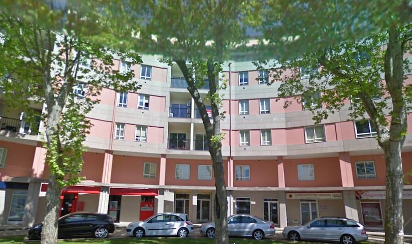 S. Gião House