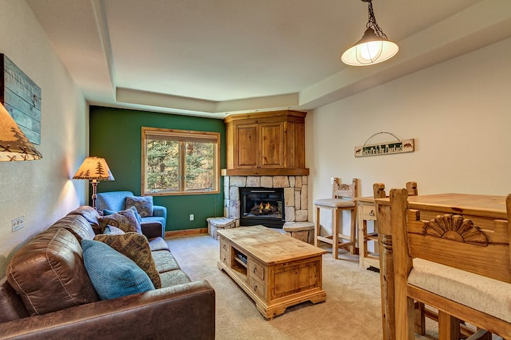 Ski-in/Ski-out Breckenridge condo, hot tub, gym, hiking, ski-in/out! - Riverbend Lodge 109