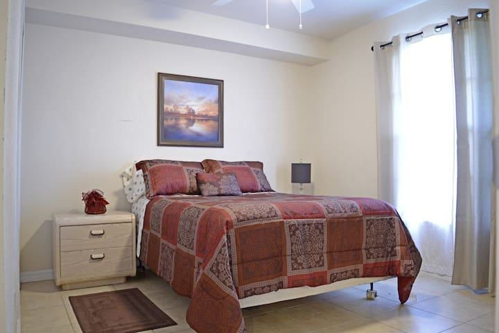 Vacation Dream Room in Downtown Orlando