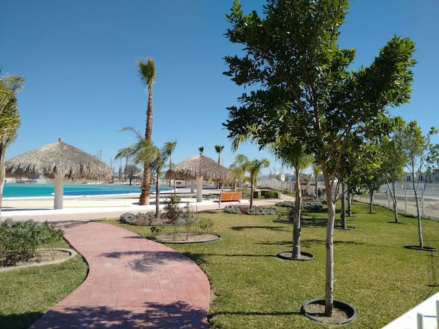 Casa cerca de Aeropuerto con alberca - Ciudad Apodaca