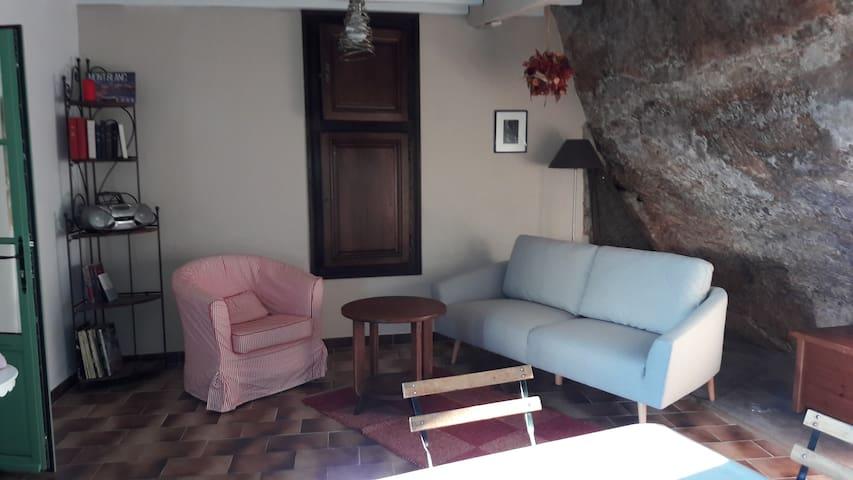 La Petite Maison  au 14 rue du Moyen Âge - Les Eyzies-de-Tayac-Sireuil - Пещера