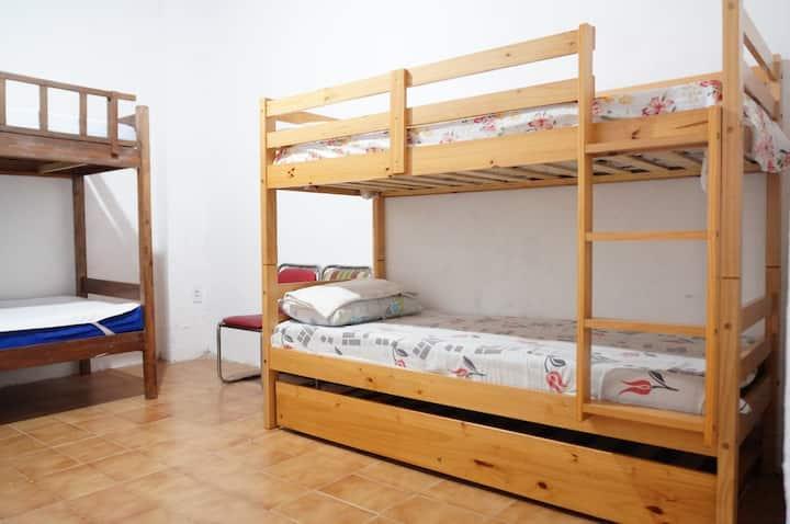Quarto compartilhado com 4 camas / Hostel