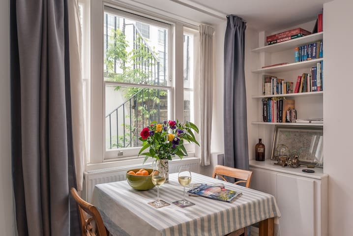 Characterful 2 Bed Garden Flat, 2 minutes to tube