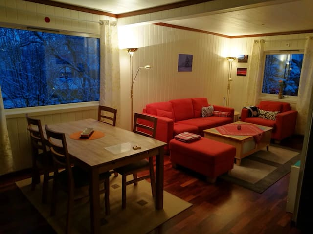 Central and cosy in Kirkenes - Kirkenes - Huis