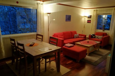Central and cosy in Kirkenes - Kirkenes - Casa
