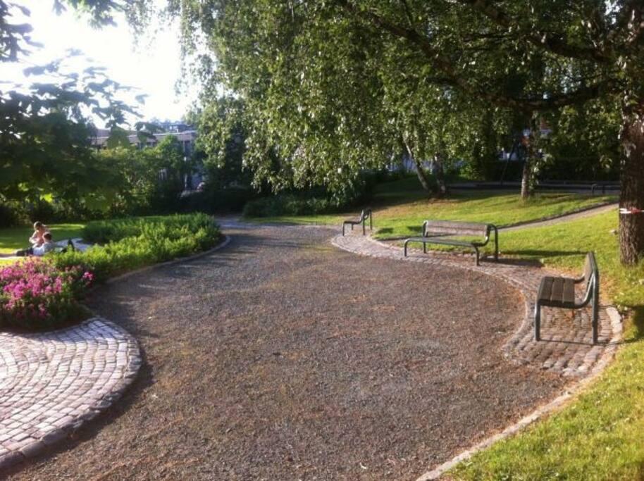 parken utenfor bygården