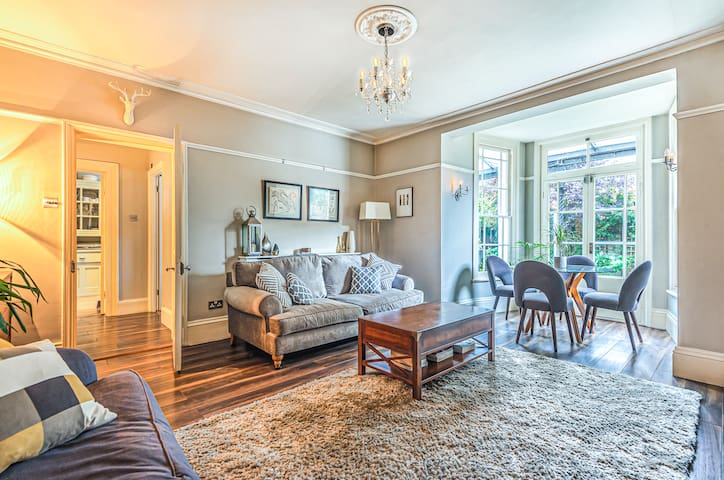 CHARACTERFUL 2 BED FLAT IN CONVERTED MANOR HOUSE