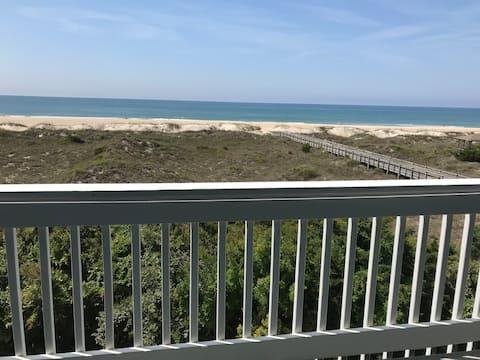 """Oceanfront Condo """"Beachcastings"""""""