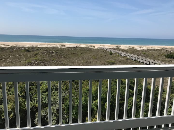 "Oceanfront Condo ""Beachcastings"""