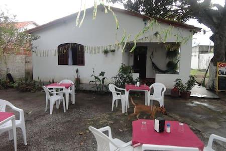 Quintal d@s Amig@as - hostel e Camping