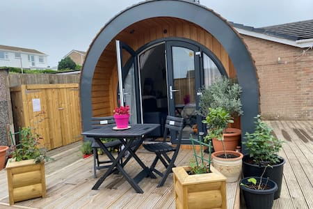 Attractive Compact Pod With Private Pretty Garden