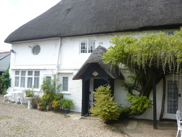 Little Thatch cottage at Burgate Farmhouse - Fordingbridge - Huis