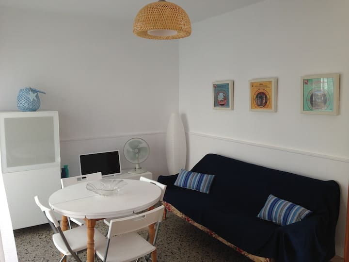 Apartment just 100m from the beach - 4 people max