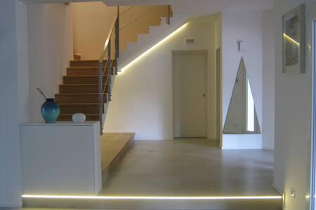 Villa KK  camere private con bagno e giri in canoa - Padua
