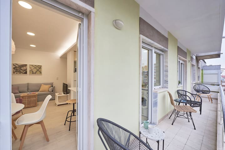 Sunny Apartment With Balcony + Free Pick-up