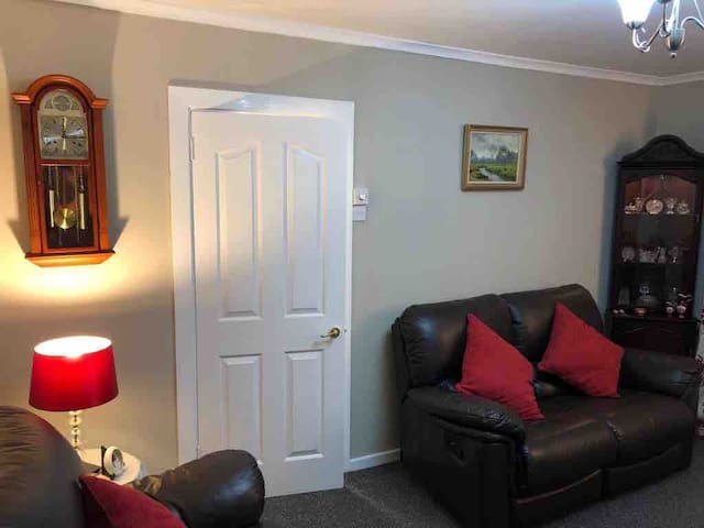 Laurel Cottage - 4 miles from Galgorm Resort & Spa