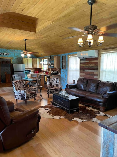 Rustic cabin minutes from Wimberley & Canyon Lake