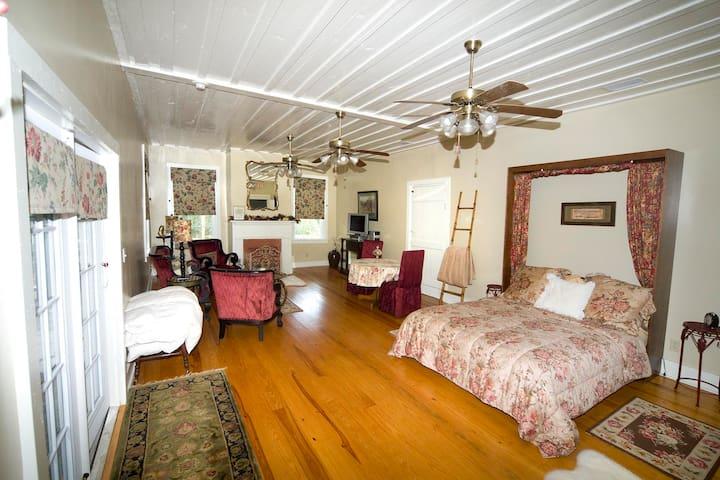 Romantic Cottage (Ca.1825) - Monticello - Ev